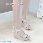 รองเท้าแฟชั่น ส้นเตารีด แบบสวมรัดส้น สวยหรู แต่งแถบสีทองด้านหน้า ทรงสวยโชว์เท้าเรียว ส้นสูง ประมาณ 3 นิ้ว เสริมหน้า ใส่สบาย แมทสวย ได้ทุกชุด