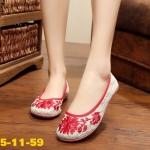 รองเท้าผ้าปักลายจีน ทรงหัวมน ลายปักดอกไม้บนผ้าโปร่งลายลูกไม้สวย พื้นยาง ใส่ สบาย แมทสวยได้ไม่เหมือนใคร