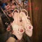 รองเท้าคัทชู ส้นเตี้ย รัดส้น แต่งผ้าลายทวิสและดอกคามิเลียสวยหวานไฮโซสไตล์ชาแนล หนังนิ่ม ทรงสวย สูงประมาณ 1.5 นิ้ว ใส่สบาย แมทสวยได้ทุกชุด