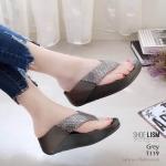 รองเท้าแตะแฟชั่น แบบหนีบ แต่งคลิสตัลสวยเรียบหรู พื้นซอฟคอมฟอตนิ่มเพื่อสุขภาพสไตล์ฟิตฟลอบ ใส่สบายมาก แมทสวยได้ทุกชุด (T119)