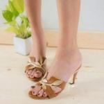 รองเท้าแฟชั่น ส้นสูง แบบสวม สวยเก๋ คาดหน้า H แต่งใบไม้สไตล์แอร์เมส หนังนิ่ม ส้นสูง ประมาณ 2.5 นิ้ว ใส่สบาย แมทสวยได้ทุกชุด