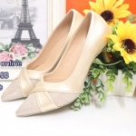 รองเท้าคัทชู ส้นเตี้ย หนังนิ่ม สวยหรู ใส่เดินสบาย สูง 1.5 นิ้ว รูปทรงเก็บหน้าเท้าสวยงาม แอบเก๋ด้วยหนังไขว้ด้านหน้า เพิ่มลูกเล่นด้วยผ้าที่ปลายรองเท้า ดูหรูมาก ดำ ทอง (ฺB13-433)