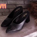รองเท้าคัทชู เปิดส้น เรียบเก่ ดีไซน์ตัดสีหนังที่หัวรองเท้า แต่ง cc สไตล์แบรนด์ ส้นตัดสูง ประมาณ 2.5 นิ้ว ใส่สบาย แมทสวยได้ทุกชุด (FT-312)
