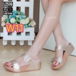 รองเท้าแตะแฟชั่น แบบสวม หนังนิ่มอย่างดีเรียบเก๋ แต่งคาดเข็มขัดสวยเก๋ พื้นซอฟคอม ฟอต นิ่มสไตล์ฟิตฟลอบ ใส่สบาย แมทสวยได้ทุกวัน (L2516)