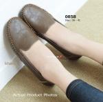 รองเท้าคัทชู ส้นแบน Fitness Shoes พื้นยางเพื่อสุขภาพ หนัง PU นิ่มอย่างดี ลายยับสวยเก๋ แต่งตะเข็บรอบ พื้นยางด้านล่างนุ่มและเกาะพื้นได้ดี ช่วยในเรื่อง การทรงตัว ใส่แล้วสัมผัสถึงความแตกต่าง แบบและสีสุภาพเข้ากับทุกชุด สีดำ กาแฟ กากี (0858)