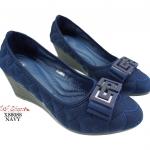 รองเท้าคัทชู ส้นเตี้ย ส้นเตารีด สวยหรู วัสดุผ้าเย็บลายนูน งานดี พื้นนุ่มมากใส่ สบาย ด้านหน้าประดับสไตล์จีวองชีสวยเก๋ เดินง่าย แมทได้ทุกชุด สีดำ กรม สูง 2.5 นิ้ว (X88088)