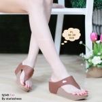 รองเท้าแฟชั่น ส้นเตารีด แบบหนีบ เรียบเก๋ดูดี แต่งอะไหล่จรเข้ พื้นนิ่ม ใส่สบาย แมทสวยได้ทุกชุด (Sj345)