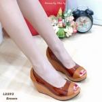 รองเท้าคัทชูแฟชั่น ส้นเตารีด เปิดหน้า ดีไซด์สวย พลาสติกใสเกรดเอ นิ่มไม่บาดเท้า สามารถอวดเรียวเท้าสวยๆ ของคุณ สูง 3.5 นิ้ว เสริมหน้า ใส่สบาย สีดำ น้ำตาล ทอง