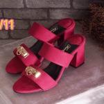 รองเท้าแฟชั่น ส้นสูง แบบสวม แต่งอะไหล่คลิสตัลทองสวยเก๋สไตล์แบรนด์ด้านหน้าสวยดู ดี พื้นบุนิ่ม ส้นตัดสูงประมาณ 2.5 นิ้ว ใส่ง่าย ใส่สบาย แมทสวยได้ทุกชุด