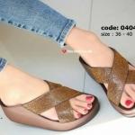 รองเท้าแตะแฟชั่น เพื่อสุขภาพ แบบสวม หน้าไขว้แต่งเพชรเต็มเป็นประกาย พื้นซอฟคอมฟอตนิ่มสไตล์ฟิตฟลอบ ใส่สบายมาก แมทสวยได้ทุกชุด (TE404)