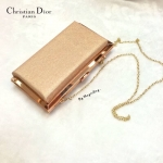 """กระเป๋าแฟชั่น สไตล์ Christian Dior The box clutch bag กระเป๋าคลัทช์ แบบผู้หญิงๆ คอลเลคชั่นล่าสุดจากแบรนด์ดัง อะไหล่ทอง มาพร้อมสายโซ่ สีทอง ถือหรือสะพายก็ดูหรูมาก สีดำ เงิน เทา ชมพู Size 1.5 x 9 x 5 """""""