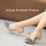 รองเท้าคัทชู ส้นสูง สวยหรู C-True Plush Shoes ดีไซน์ลายผ้าซีทรูเนื้อดี ที่มาพร้อมกับการประดับอัญมณีด้านหน้าดูมีราคา ฝีมือที่ปราณีตเป็นพิเศษ ความสูงสง่า 3 นิ้ว เพื่อให้สาวๆ ได้มีรองเท้าสวยๆ ใช้ในโอกาสพิเศษ สีดำ ทอง ม่วง (BB7405)