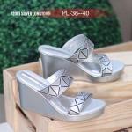 รองเท้าแฟชั่น ส้นเตารีด แบบสวม ลายตารางสไตล์อิซเซ่สวยเก๋ ใส่สบาย แมทสวยได้ทุกชุด (V2001)