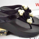 รองเท้าแตะแฟชั่น แบบหนีบ แต่งดอกไม้และมุกสวยหรู พื้นซอฟคอมฟอตนิ่มสไตล์ฟิตฟลอบ ใส่สบาย แมทสวยได้ทุกชุด (W6651-103)