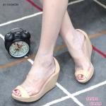 รองเท้าคัทชู ส้นเตารีด ทรงเปิดหน้า ดีไซน์เก๋หน้าพลาสติกใสเกรดเอนิ่ม ไม่บาดเท้า ตัดหนัง PU นิ่มลายเกร็ดปลาสวยหรู ส้นสูง 3.5 นิ้ว สีดำ ครีม น้ำตาล