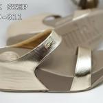 รองเท้าแตะแฟชั่น เพื่อสุขภาพ แบบสวม หนังเงาเมทัลลิคแต่งอะไหล่จรเข้สวยเก๋ พื้นซอฟ คอมฟอตนิ่มสไตล์ฟิตฟลอบ ใส่สบาย แมทสวยได้ทุกชุด (M7669-811)