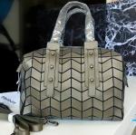 กระเป๋าแฟชั่น Premium matte Box style Bao Bao ทรงหมอน งานเเฟชั่นพรีเมี่ยมสั่งผลิตไม่ปั้มแบรนด์ สี matte คอลเล็คชั่นใหม่ล่าสุด มีถุงผ้ากันฝุ่นสีขาว มีซิป มีสายสะพายข้าง มีหูจับ ซับในผ้าโทเรสีดำ ไซส์กระทัดรัดไม่ใหญ่ไม่เล็กจนเกินไป ขนาด กว้าง 10.5 - 11 สูง 7