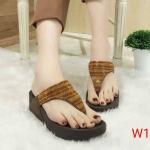 รองเท้าแตะแฟชั่น แบบหนีบ แต่งคลิสตัลเพชรสลับสีสวยหรู พื้นซอฟคอมฟอตนิ่มเพื่อสุขภาพ สไตล์ฟิตฟลอบ ใส่สบาย แมทสวยได้ทุกชุด (T125)