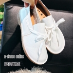 รองเท้าคัทชู สวยเก๋ สไตล์วินเทจ หนังกลับนิ่มๆ แต่งเชือกร้อยรอบรองเท้า พื้น ยางพาราอย่างดี พร้อมเย็บพื้นรอบรองเท้า ใส่นิ่มใส่ทนที่สุด แมทชุดไหนก็เก๋ สีขาว น้ำตาล (B628)