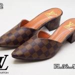 รองเท้าคัทชู เปิดส้น ส้นเตี้ย หน้า V หนังลายตารางดาเมียร์สไตล์ LV หนังนิ่ม ทรงสวย สูงประมาณ 2 นิ้ว เสริมหน้า ใส่สบาย แมทสวยได้ทุกชุด (P-12)
