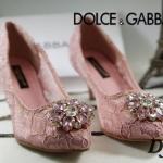 รองเท้าคัทชู ส้นเตี้ย สุดหรู ลูกไม้ลายสวยแต่งอะไหล่เพชรด้านหน้าหรูมาก ทรงสวยเก็บเท้าเรียว ส้นสูงประมาณ 1.5 นิ้ว งานสไตล์แบรนด์ D&G แมทชุด ไหนก็สวยโฮโซ (DJ68)