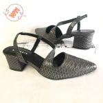 รองเท้าคัทชู ส้นเตี้ย ส้นเตี้ย รัดส้น คาดหน้าเฉียง หนังลายหนังงูสวยเก๋ ส้นสูงประมาณ 2.5 นิ้ว ใส่สบาย แมทสวยได้ทุกชุด
