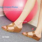รองเท้าแฟชั่น ส้นเตารีด LACE Mini Sandals Style ลำลองที่ใส่สบายได้ทุกวัน ด้วยความสุงเพียง 1.5 นิ้ว พื้น PU น้ำหนักเบาหุ้มด้วยหนังทั้งตัว ดีไซน์แบบสวม และเพิ่มความเก๋บนหน้าเท้า ด้วยการคาดแบบเฉียง แต่งอะไหล่ทอง แมทกับเสื้อ ผ้าได้หลากหลาย สีดำ น้ำตาล ครีม เท