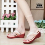 รองเท้าแฟชั่น ส้นเตารีด แบบหนีบ หนังนิ่มอย่างดี ตัดสีทูโทนสวยเก๋ แต่งอะไหล่จรเข้ สไตล์แบรนด์ พื้นนิ่ม ใส่สบาย แมทสวยได้ทุกชุด (L2722)