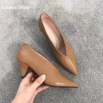รองเท้าคัทชู ส้นสูง ทรงหัวแหลม หน้าวี ดีไซน์สวยเรียบเก๋มีสไตล์ หนังนิ่ม ทรงสวย ส้นสูงประมาณ 3 นิ้ว ใส่สบาย แมทสวยได้ทุกชุด