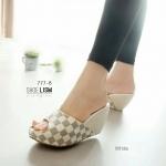 รองเท้าแฟชั่น ส้นเตารีด แบบสวม สวยเก๋ ลายตารางสไตล์ LV ทรงสวย ขอบทอง งานส้น โอ่ง ดูนุ่มนวล เท้าเรียวยาว อวดสีเล็บเบาๆ สูง 3 นิ้ว แมทสวยได้ทุกชุด สีดำ ขาว แทน น้ำตาล (777-8)
