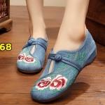 รองเท้าผ้าปักลายจีน ลายปักดอกไม้สวยงาม คาดด้านหน้าติดกระดุมจีน ส้นสูง 1 นิ้ว ใส่สบาย พื้นด้านในซับฟองน้ำ ด้านนอกเป็นผ้าทอแน่นเนื้อดี ใส่สบาย แมทสวยได้ไม่เหมือนใคร