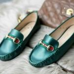 รองเท้าคัทชู ส้นแบน ทรง loafer ม็อกกาซีน แต่งแถบสี อะไหล่สไตล์กุชชี่ สวยเก๋ เรียบหรู น่าสวมใส่มากๆ สี ดำ ครีม กากี เขียว (C61-022)