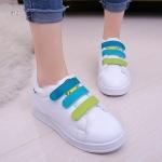 รองเท้าผ้าใบแฟชั่น สุดน่ารัก NEW ITEM Leather-Trim แต่งลุคสาวหวาน สีสันสดใสโมเดริน์สุดๆ ที่มาพร้อมดีไซน์ไม่ต้องผูกเชือกรองเท้า พร้อมเมจิก เทปเปิดปิด สวมใส่ง่ายนุ่มเบาสบายเท้า พื้นโพลียูรีเทนสุดพิเศษ ไม่ว่าจะไป ที่ไหนก็ก้าวไปได้อย่างมั่นใจ แมทสวยน่ารักได้ท