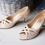 รองเท้าคัทชู ส้นเตี้ย เปิดหน้า ดีไซน์สานหน้าไขว้ เรียบหรูดูดี สวมใส่ได้หลายโอกาส หนังนิ่ม ทรงสวย ส้นสูงประมาณ 2.5 น้้ว ใส่สบาย แมทสวยได้ทุกชุด (c35-139)
