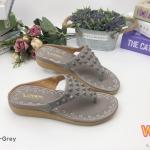รองเท้าแตะแฟชั่น แบบหนีบ แต่งหมุดสีแมชกับหนังสวยเก๋ หนังนิ่ม พื้นนิ่ม ทรงสวย ใส่สบาย แมทได้ทุกชุด (K62333)