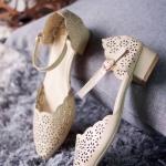 รองเท้าคัทชู ส้นเตี้ย ทรงหัวแหลม รัดข้อ ดีไซน์ฉลุลายดอกไม้เล็กๆ สวยหวานมีสไตล์ งานฉลุหนังนุ่ม ส้นไม่สูงเดินสบาย ความสูง 1 นิ้ว