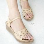 รองเท้าแฟชั่น ส้นเตารีด แบบสวม รัดส้น สไตล์เกาหลี เรียบเก๋ ดีไซน์โมเดิร์น ฉลุลายสวย ทรงสวยเก็บหน้าเท้า แมทเก๋ได้ทุกชุด สูงประมาณ 2 นิ้ว สีดำ ครีม ตาล เทา (H-1712)
