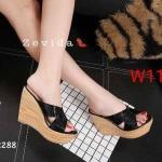 รองเท้าแฟชั่น แบบสวม ส้นเตารีด แต่งสายไขว้หน้าสวยเรียบเก๋ ทรงสวยหนังนิ่ม ใส่สบาย ส้นลายไม้ สูงประมาณ 4.5 นิ้ว เสริมหน้า แมทสวยได้ทุกชุด (17-2288)