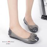 รองเท้าคัทชู ส้นเตี้ย สวยน่ารัก หนังนิ่ม ขอบยางยืดใส่แล้วยืดหยุ่นตามเท้า ประดับอะไหล่โบว์หรูหราน่ารัก พื้นบุนวมนิ้มนิ่ม ส้นยางอย่างดี ทรงสวยใส่สบาย ดูดีสุภาพ ใส่ได้เรื่อยๆ แมทได้ทุกชุด พิ้นหนา 1 นิ้ว สีดำ เทา (810R1)