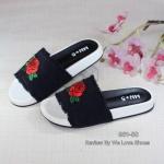 รองเท้าแตะแฟชั่น ลำลองแบบสวม สวยเก๋ พื้นนุ่มสบายเท้า วัสดุผ้า งานปักกุหลาบ สวยงาม สะดุดตา แมทเก๋ได้ทุกชุด สีครีม ดำ น้ำเงิน (961-50)