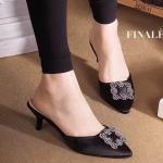 รองเท้าคัทชู เปิดส้น สวยหรู สไตล์มาโนโล แต่งอะไหล่สไตล์แบรนด์ ทรงหัว แหลม ดูเท้าเรียว ส้นสูงประมาณ 2 นิ้ว ใส่สบาย แมทสวยได้ทุกชุด (FH-439)