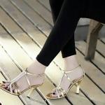 รองเท้าแฟชั่น ส้นสูง รัดข้อ สไตล์อีฟแซง หนังแก้วแต่งเพชรแบบคาดหน้า ส้นสูง 3.5 นิ้ว ปั้มแบรนด์ ดูหรูมาก ใส่ออกงานได้ หรูดูดี สีเงิน ทอง