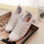 รองเท้าผ้าใบแบบไร้เชือก ตัวรองเท้าวัสดุหนังสีขาวตัดต่อผ้าตาข่ายสังเคราะห์ ด้านหน้าต่อยางยืดเส้นสวยเก๋ ใส่กระชับเท้า น้ำหนักเบา รองพิ้นในถอดได้ พื้น นิ่ม ส้นยางกันลื่นมีความยืดหยุ่นหนา 2 ซม. สวยเท่ห์ ใส่สบาย