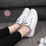 รองเท้าผ้าใบแฟชั่น สวยเก๋ ตัดสีของข้อเท้า ใส่สบายชิวๆ เหมาะกับ ทุกชุด สีดำ/ขาว ขาว/เขียว ขาว/น้ำเงิน