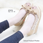 รองเท้าคัทชู ส้นเตารีด Lazy Wedged Shoes สวยหวานสไตล์วินเทจ ผ้าลูกไม้ โปร่ง ส้นไม้ค็อกแบบเตารีดหนา 2 นิ้ว เสริมหน้า 1 นิ้ว สวมสบายกระชับเท้าและ น้ำหนักเบา เข้ากับเสื้อผ้าง่ายๆ แมทสวยได้ทุกชุด สีดำ แทน ครีม (17171)