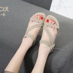 รองเท้าแตะแฟชั่น รัดส้น แบบสวม แต่งอะไหล่คริสตัลสวยหรู หนังนิ่ม ทรงสวย รัดส้นยางยืดนิ่ม ใส่สบาย แมทสวยได้ทุกชุด (B8-6)