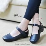 รองเท้าคัทชู เพื่อสุขภาพ ไตล์ Mary Janes Shoes ดีไซน์น่ารัก ทรงโค้ง มนเอาใจสาวหน้าเท้ากว้างให้สวมสบาย และฉลุลายเพื่อช่วยระบายความ อับชืน ความเก๋มีสไตล์อีกจุดอยู่ตรงด้านหลังและสายรัดหน้าเท้าแบบเมจิก เทป ส้น PU ความสูงเพียง 1.5 นิ้ว พื้นนุ่มสวมสบายเท้ามาก แ