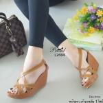รองเท้าแฟชั่น ส้นเตารีดแบบหุ้มส้น วัสดุหนังพียูสานไขว้ เก็บหน้าเท้าเป๊ะมาก สวมใส่แบบซิปหลัง รูดง่าย กระชับเท้า ดีไซส์โทนสีเรียบ คลาสสิค แมทง่าย สูง 3.5 นิ้ว