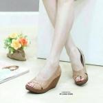 รองเท้าคัทชู ส้นเตารีด แบบสวม วัสดุทำจากหนังพียูเนื้อดี สายไขว้ ดีไซน์แบบสวย เรียบหรู สวมใส่ไปเที่ยว ไปออกงานได้เลย สูง 3 นิ้ว สีดำ น้ำตาล (L2658)