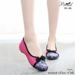 รองเท้าผ้าปักลายจีน ลายปักดอกไม้สวยงาม งานโดดเด่นเล่นสี 2 tone วัสดุผ้ากระสอบทอ ด้ายอย่างดี ดีเทลหน้าปักลายดอกไม้ แต่งกระดุมจีนน่ารัก พื้นด้านในซับฟองน้ำ ด้านนอก เป็นผ้าทอแน่นเนื้อดี สูง 1 นิ้ว ใส่สบาย แมเก๋ได้ทุกชุด